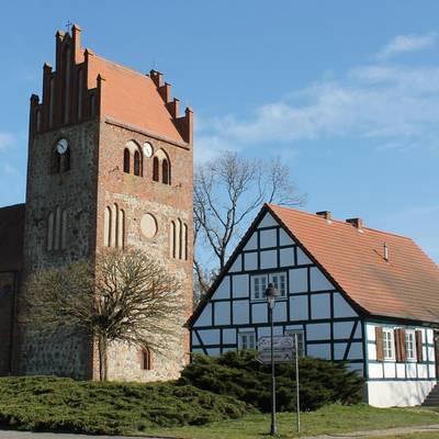 kirche und dorfgemeinschaftshaus nitzow © Hansestadt Havelberg