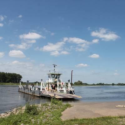 Fähren & Schleusen
